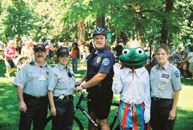 Frog O&#39Faire 2006 - Officer Kevin Blaich on Bike Patrol with Auxiliary Members